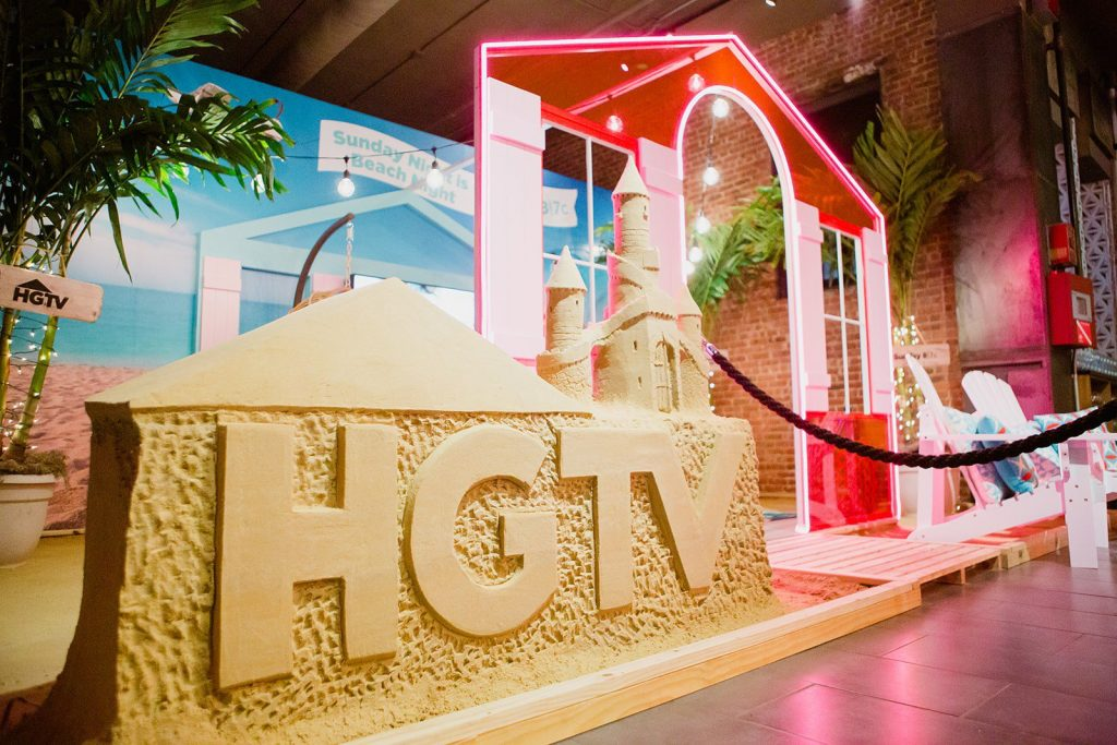 Carving artist John Gowdy's sand sculpture of the HGTV Magazine Block Party.